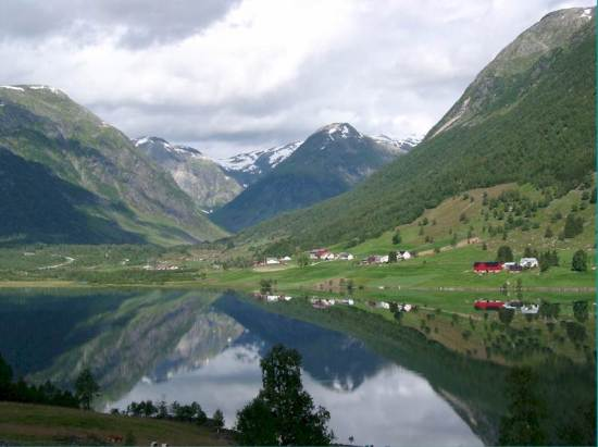 Veduta di un tipico paesaggio norvegese