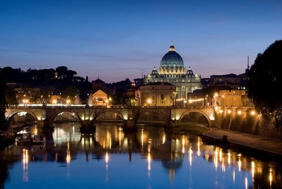 Veduta di Roma di notte
