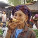 Primo piano di una tipica donna birmana