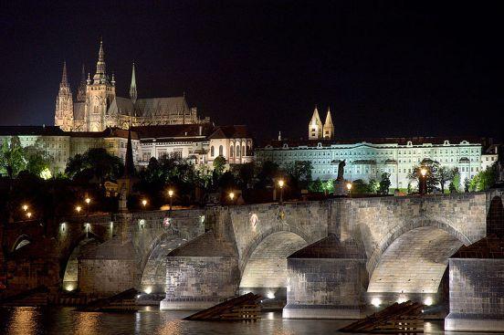 Il Castello di Praga di notte