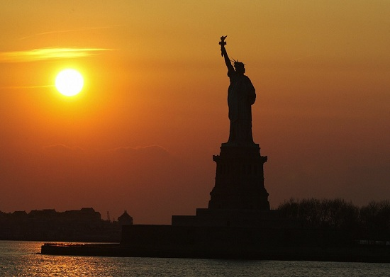 Statua della Liberta al tramonto