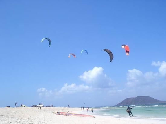 kitesurfing-beach