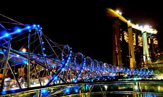 Il ponte di Helix a Singapore