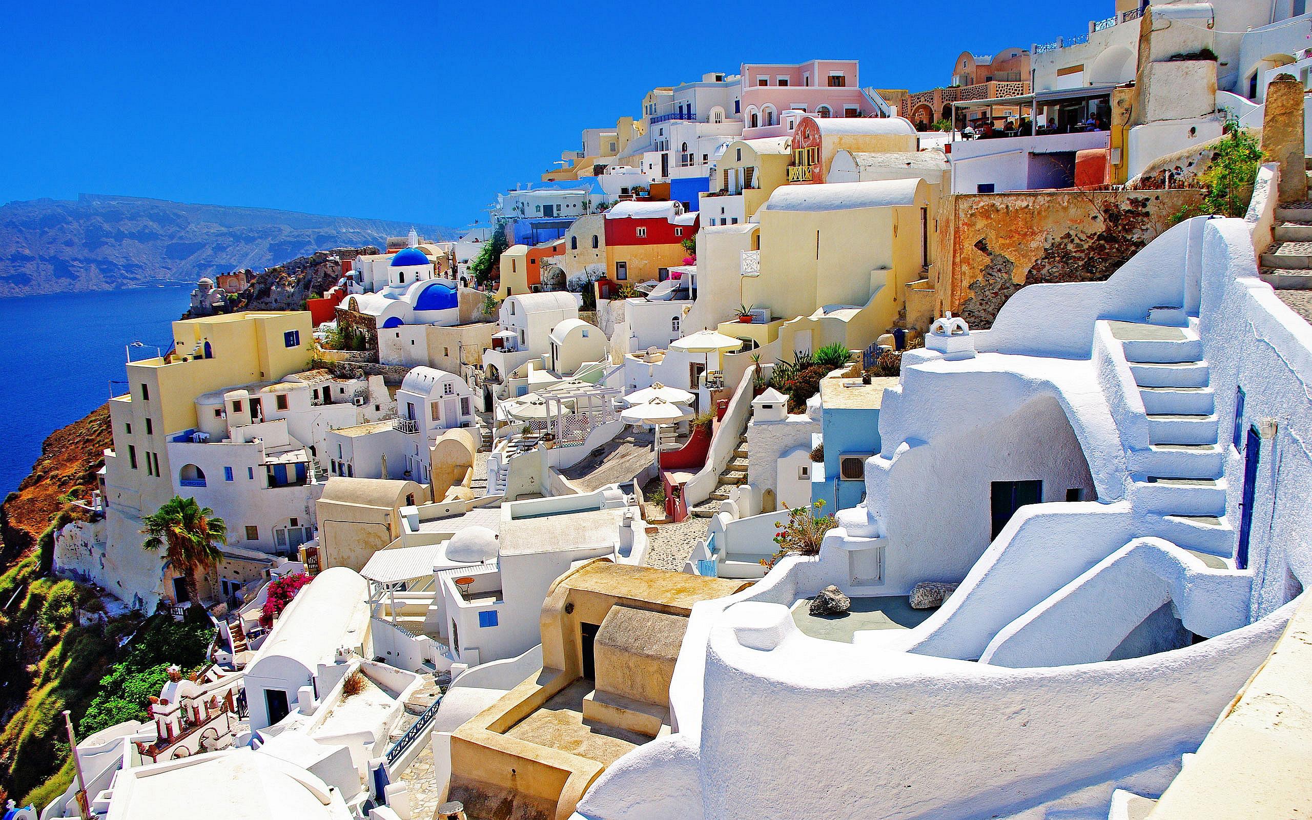 http://www.blogvacanze.com/wp-content/uploads/2013/08/Santorini-Greece-oia.jpg