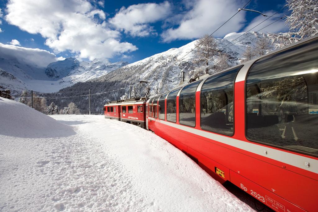 Magie d'inverno: il trenino rosso del Bernina